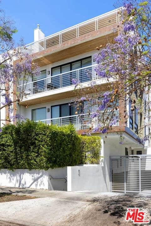 812 N Croft Avenue #302, Los Angeles (City), CA 90069 (#21751658) :: Mint Real Estate