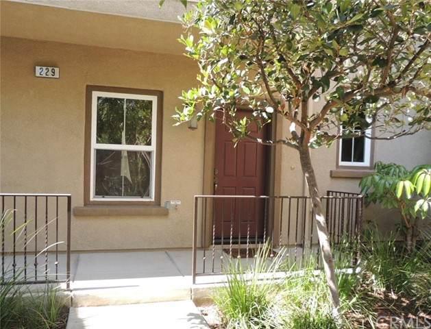 229 E Santa Fe Court #4, Placentia, CA 92870 (#PW21134936) :: First Team Real Estate
