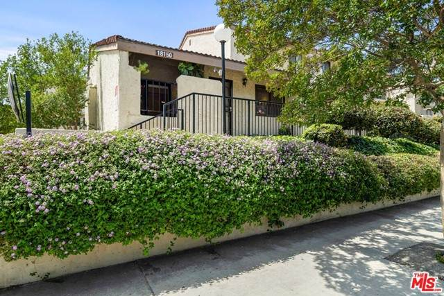 18150 Oxnard Street #86, Tarzana, CA 91356 (#21751518) :: Berkshire Hathaway HomeServices California Properties