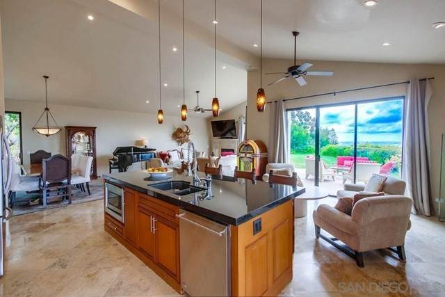 1496 Vista Claridad, La Jolla, CA 92037 (#210017256) :: American Real Estate List & Sell