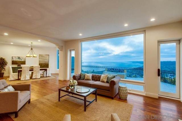 7411 Hillside, La Jolla, CA 92037 (#210017273) :: American Real Estate List & Sell