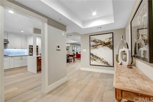 410 S Barrington Avenue #304, Brentwood, CA 90049 (#PW21134645) :: The Miller Group