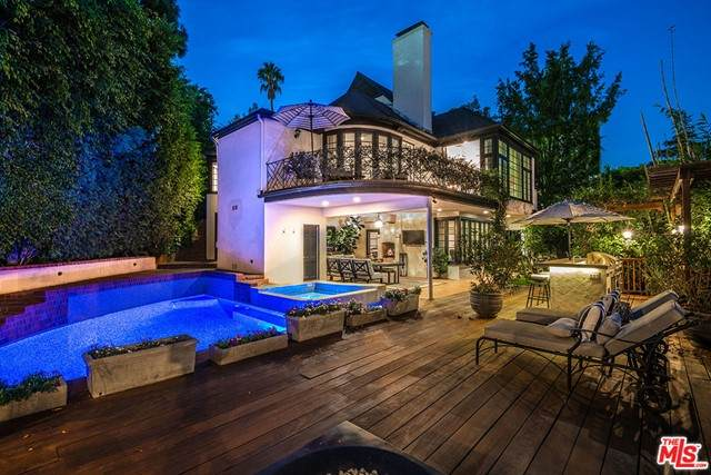 1156 Sunset Hills Road, Los Angeles (City), CA 90069 (#21751568) :: Wendy Rich-Soto and Associates
