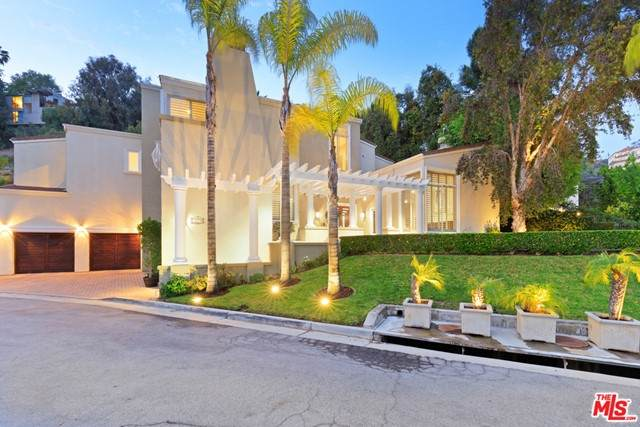 2679 Astral Drive, Los Angeles (City), CA 90046 (#21750390) :: eXp Realty of California Inc.