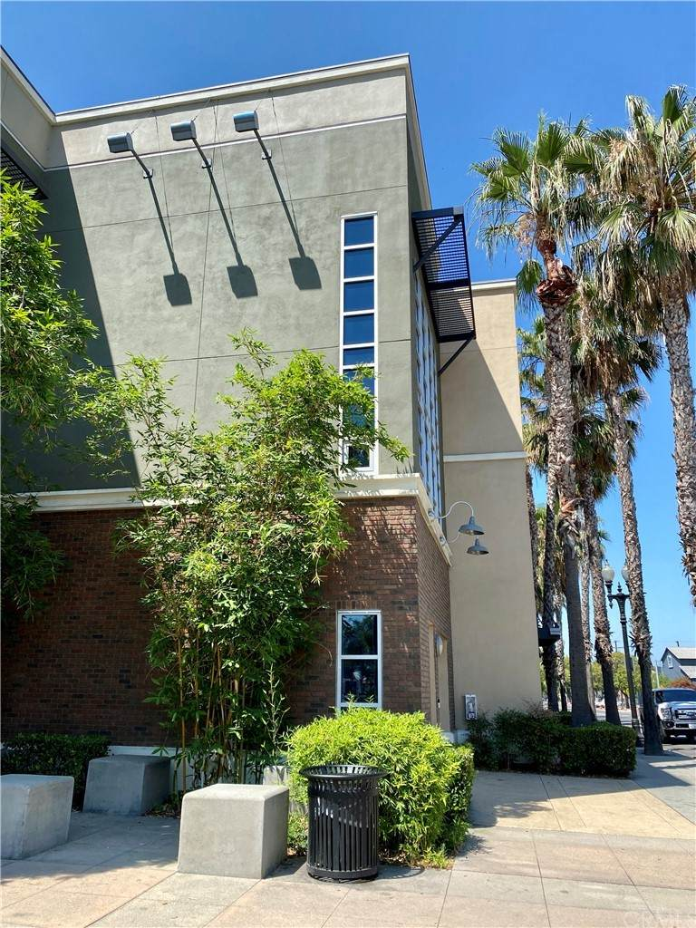 934 E Santa Ana Boulevard, Santa Ana, CA 92701 (#PW21135135) :: Mint Real Estate