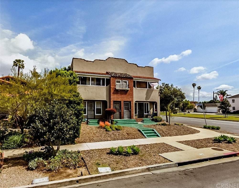 1236 S Cloverdale Avenue, Los Angeles (City), CA 90019 (#SR21136385) :: Team Tami