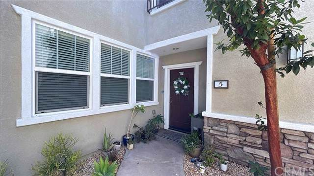 16713 Nicklaus Drive #5, Sylmar, CA 91342 (#BB21136133) :: The Miller Group
