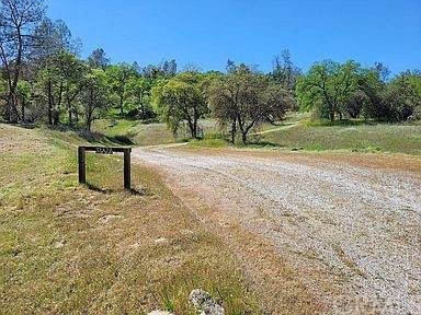 32876 River Knolls Road, Coarsegold, CA 93614 (#FR21136469) :: Mint Real Estate