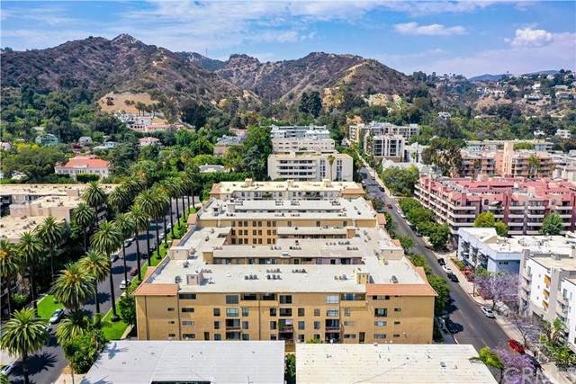 1735 N Fuller Avenue #322, Los Angeles (City), CA 90046 (#DW21136443) :: eXp Realty of California Inc.