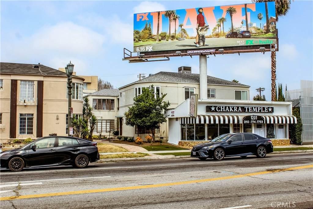 1201 S La Cienega Boulevard, Los Angeles (City), CA 90035 (#SR21136644) :: Team Tami