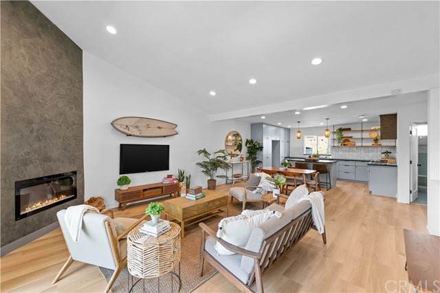 59 Rose Avenue #3, Venice, CA 90291 (#SB21136675) :: Jett Real Estate Group