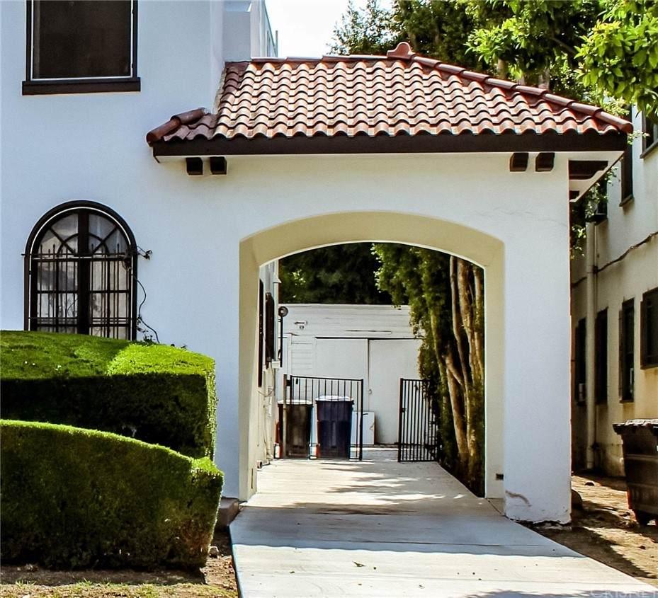 1006 N Croft Avenue, Los Angeles (City), CA 90069 (#SR21136741) :: The Miller Group