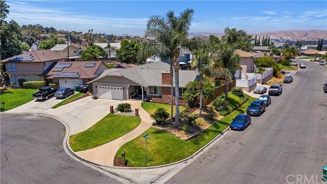 710 Broadmoor Court, Corona, CA 92882 (#IG21137057) :: The Miller Group