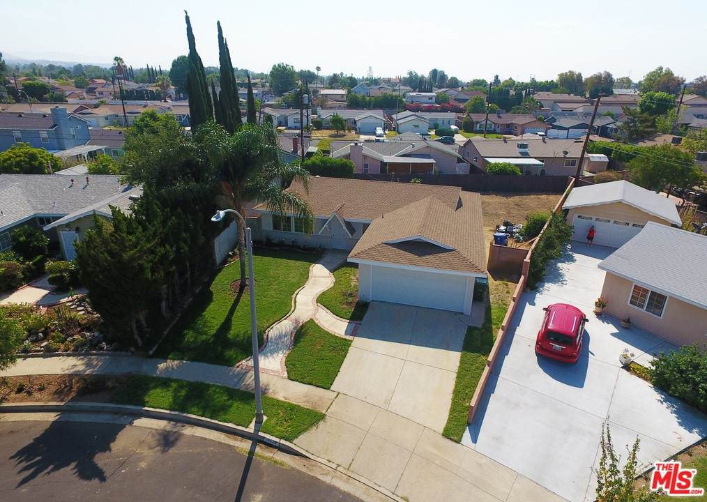 10422 Remmet Avenue, Chatsworth, CA 91311 (#21751788) :: Team Forss Realty Group
