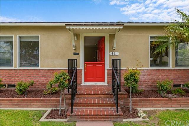 311 Santa Ana Avenue, Long Beach, CA 90803 (#OC21134764) :: Wendy Rich-Soto and Associates