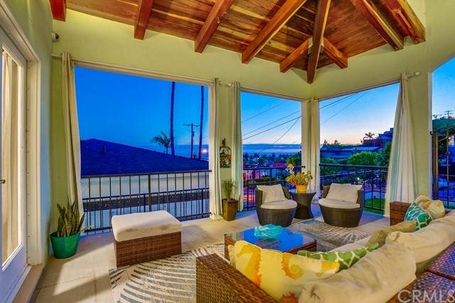 3616 S Walker Avenue, San Pedro, CA 90731 (#SB21135687) :: Latrice Deluna Homes