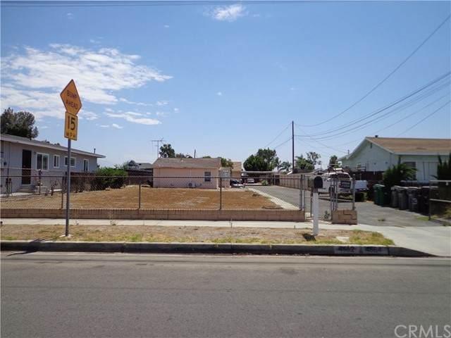 4562 Phelan Avenue - Photo 1
