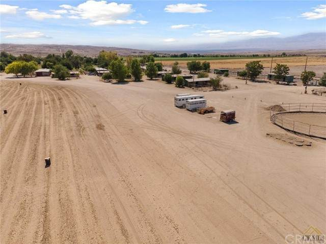 116 W Ash Street, Taft, CA 93268 (#NS21138062) :: Realty ONE Group Empire