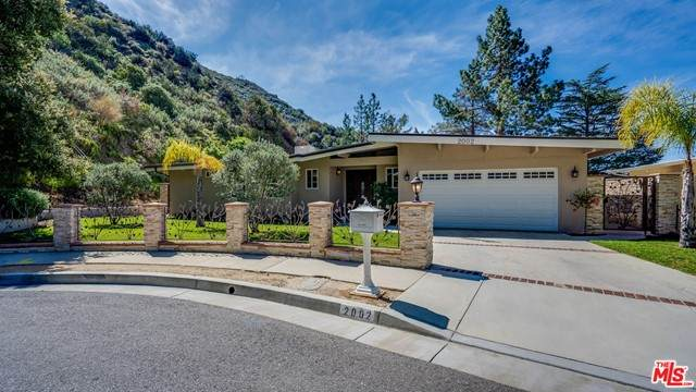 2002 Manistee Drive, La Canada Flintridge, CA 91011 (#21754714) :: Mark Nazzal Real Estate Group