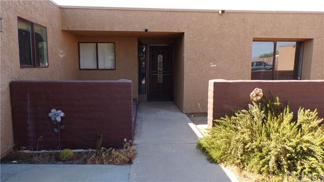 8588 Taft Court, Yucca Valley, CA 92284 (#JT21142662) :: Compass