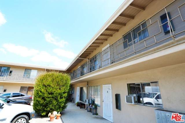 3001 Petite Court, Los Angeles (City), CA 90039 (#21755218) :: The Costantino Group | Cal American Homes and Realty