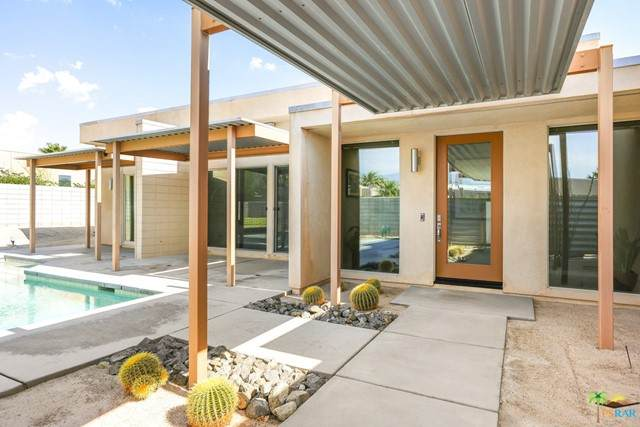 1034 Solace Court, Palm Springs, CA 92262 (#21755406) :: Robyn Icenhower & Associates
