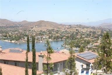 43 Plaza Avila, Lake Elsinore, CA 92532 (#SW21146268) :: Cochren Realty Team | KW the Lakes