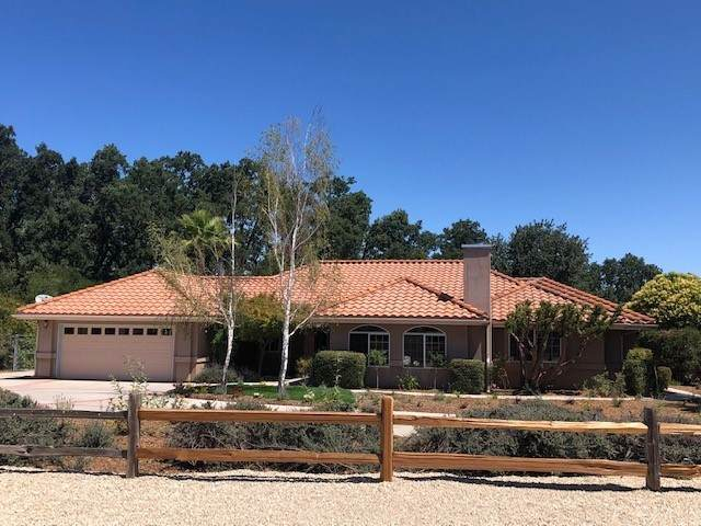 1204 Wine Country Place, Templeton, CA 93465 (#NS21146797) :: Mainstreet Realtors®