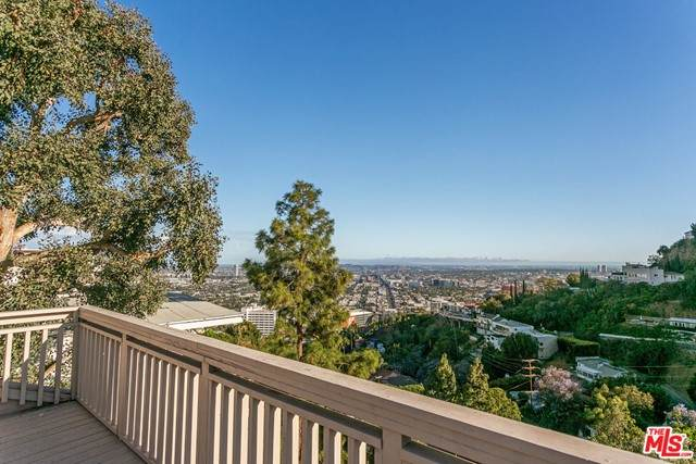 8566 Hollywood Boulevard - Photo 1