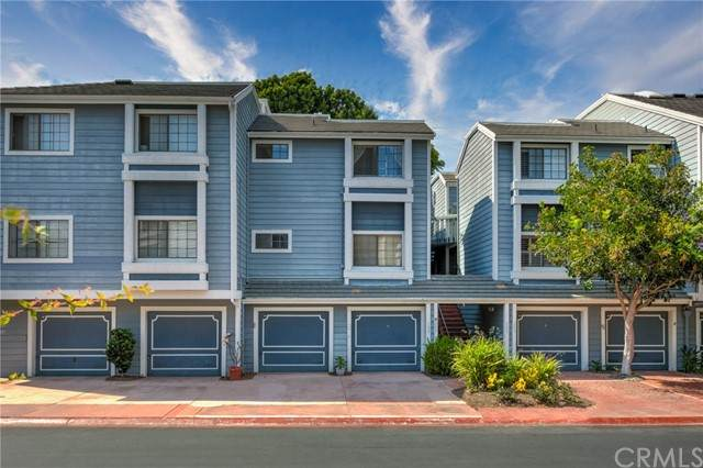 8201 Racepoint Drive #202, Huntington Beach, CA 92646 (#OC21149672) :: The Costantino Group | Cal American Homes and Realty