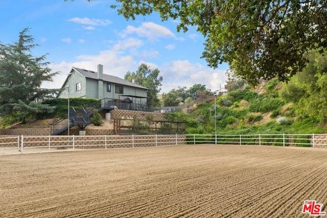 10610 La Canada Place, Sunland, CA 91040 (#21757532) :: The Marelly Group   Sentry Residential