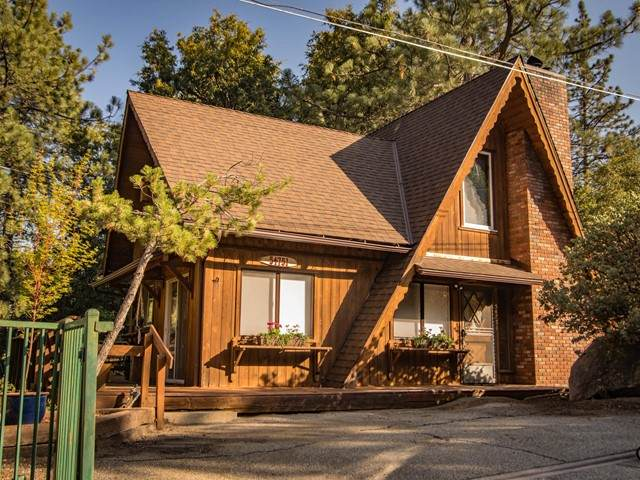54751 Falling Leaf Drive, Idyllwild, CA 92549 (#219064695PS) :: Eight Luxe Homes