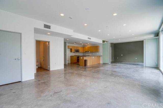 285 W 6th Street #204, San Pedro, CA 90731 (#SB21143088) :: Jett Real Estate Group