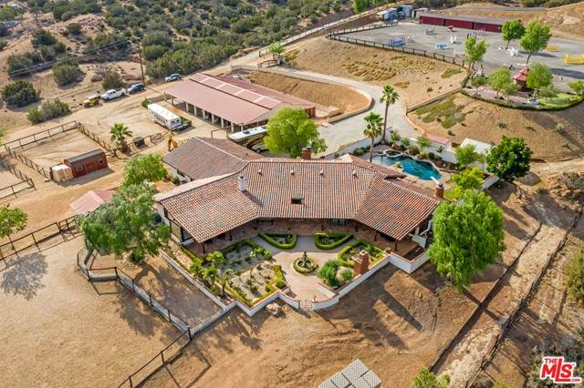 35020 Sipes Place, Agua Dulce, CA 91390 (#21759372) :: The Costantino Group   Cal American Homes and Realty