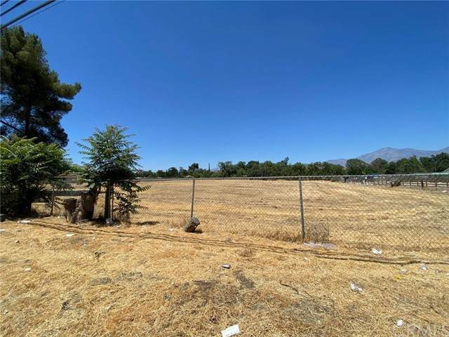 32270 Dunlap Boulevard, Yucaipa, CA 92399 (#PW21152587) :: McKee Real Estate Group Powered By Realty Masters & Associates