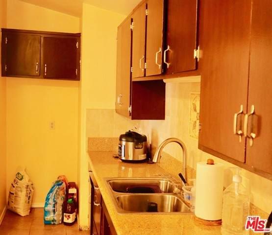 10712 Valerio Street, Sun Valley, CA 91352 (#21760132) :: Eight Luxe Homes