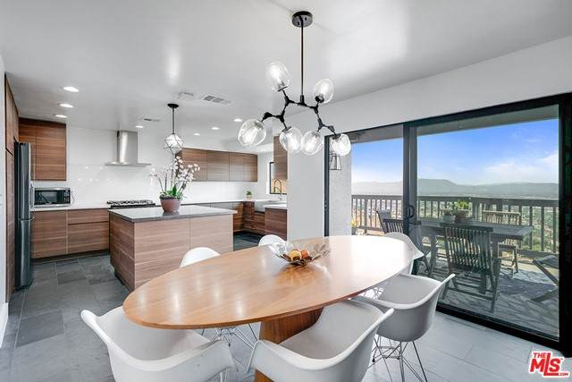 10150 Olivia Terrace, Sun Valley, CA 91352 (#21757416) :: Eight Luxe Homes