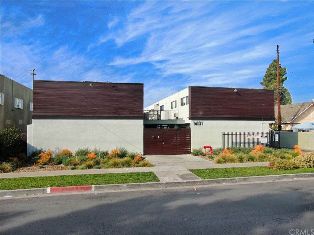 16131 Eucalyptus Avenue - Photo 1