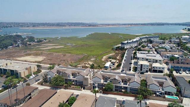 2050 Pacific Beach Dr #103, San Diego, CA 92109 (#210020036) :: The Kohler Group