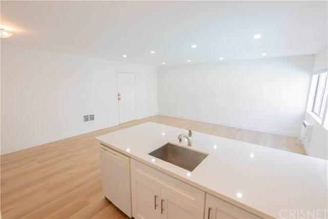 18530 Hatteras Street #116, Tarzana, CA 91356 (#SR21156619) :: The Laffins Real Estate Team