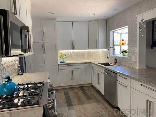 9025 Emerald Grove Ave, Lakeside, CA 92040 (#210020260) :: Jett Real Estate Group