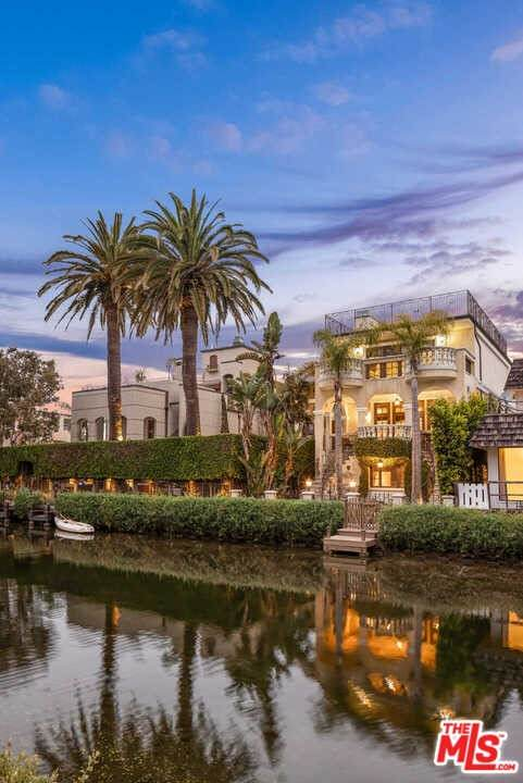 405 Sherman Canal, Venice, CA 90291 (#21762454) :: Team Tami