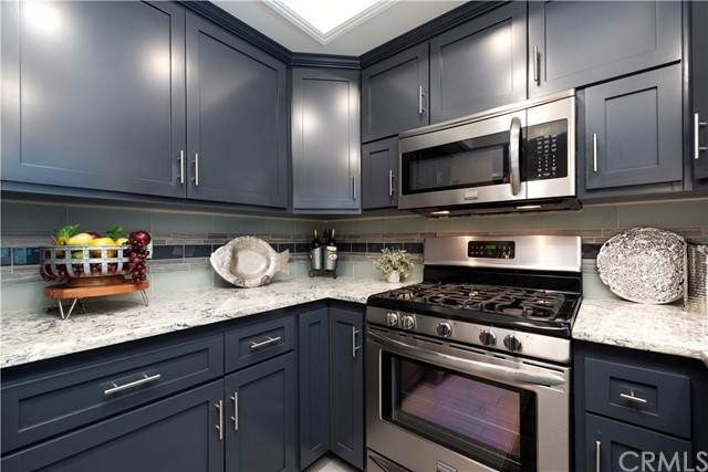 2052 Vera Lane, Escondido, CA 92026 (#ND21158245) :: Robyn Icenhower & Associates