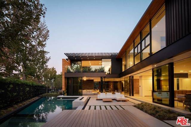 527 N Palm Drive, Beverly Hills, CA 90210 (#21763156) :: The Miller Group