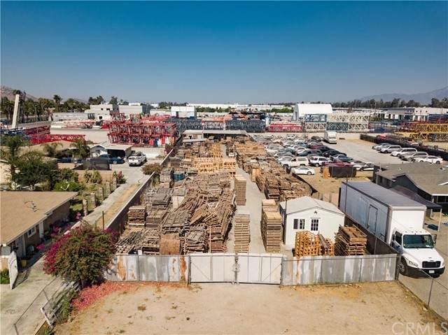 10446 Linden Avenue, Bloomington, CA 92316 (#EV21158822) :: Eight Luxe Homes
