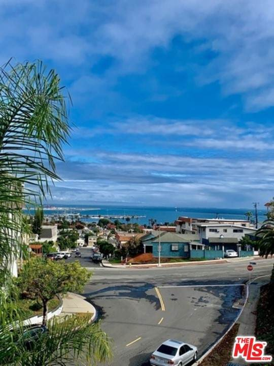 755 W 30Th Street #3, San Pedro, CA 90731 (#21765102) :: Steele Canyon Realty