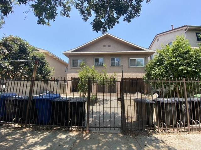 811 W 40th Place, Los Angeles (City), CA 90037 (#DW21158796) :: Wendy Rich-Soto and Associates