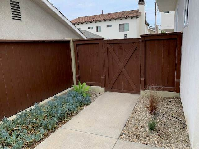 1933 Gates Avenue B, Redondo Beach, CA 90278 (#SB21164757) :: Powerhouse Real Estate