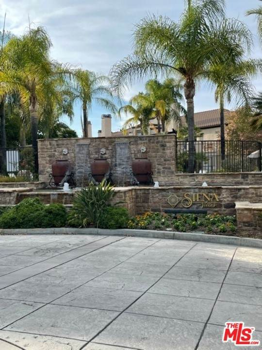 24155 Del Monte Drive #368, Valencia, CA 91355 (#21767358) :: A|G Amaya Group Real Estate