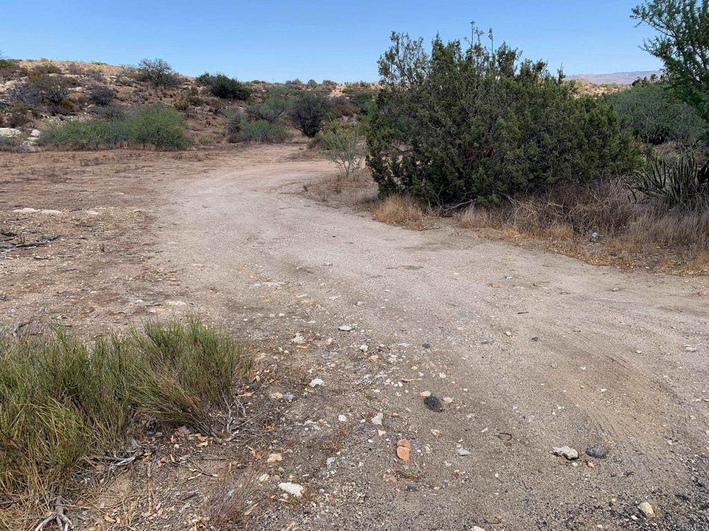 Old Highway 80 - Photo 1